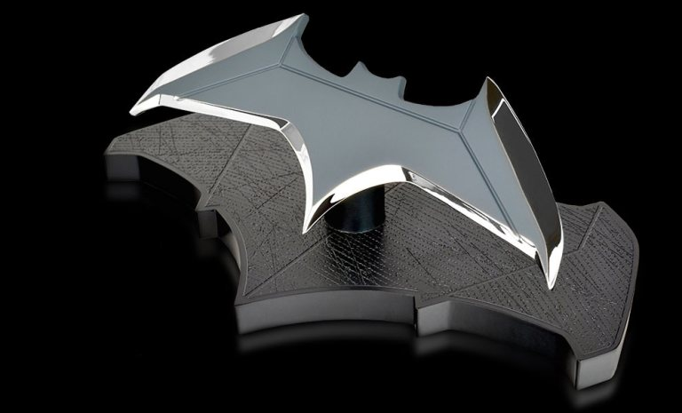 dc-comics-batman-vs-superman-batarang-1to1-scale-replica-qmx-feature-902948
